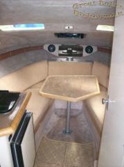 bayliner_-_just_hook_n_-_forward_cabin.jpg
