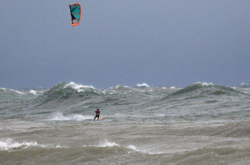 lake_MI_waves.thumb.JPG.f2b20c23916252cd1a187fecea5ce72f.JPG